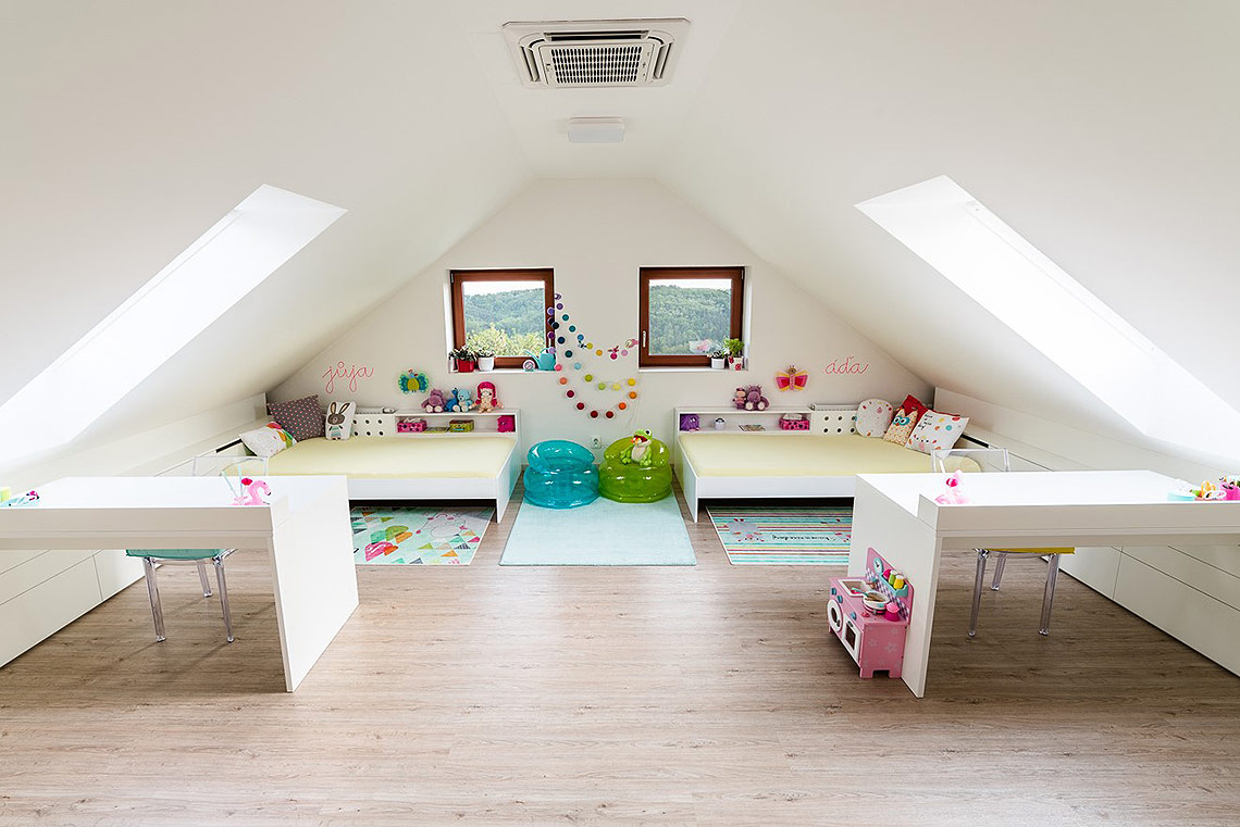 Interiér dětského pokoje – barevnost má prázdninové ladění, které lze výměnou doplňků snadno měnit