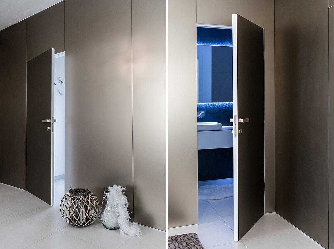 Detail dveří a pohled do koupelny