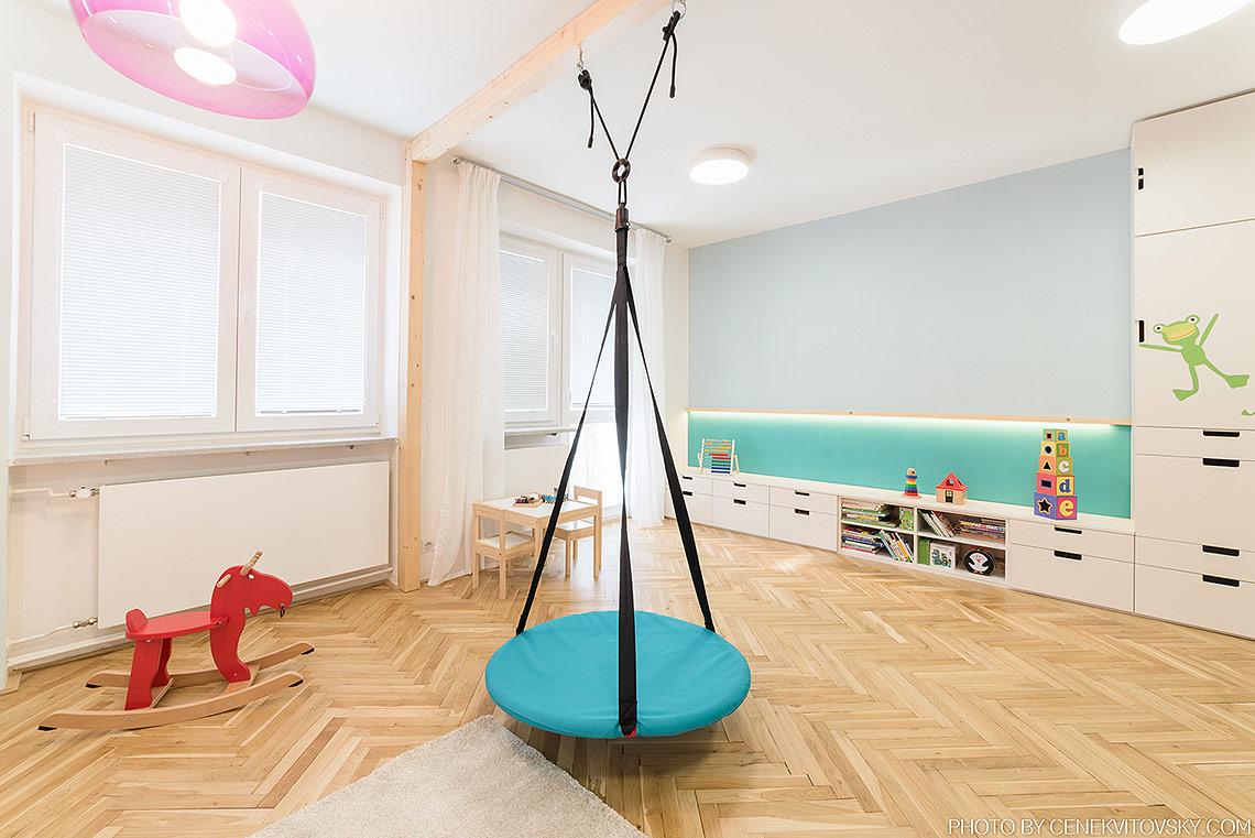 Dětský pokoj – pod oknem je do budoucna dostatek místa pro velký psací stůl