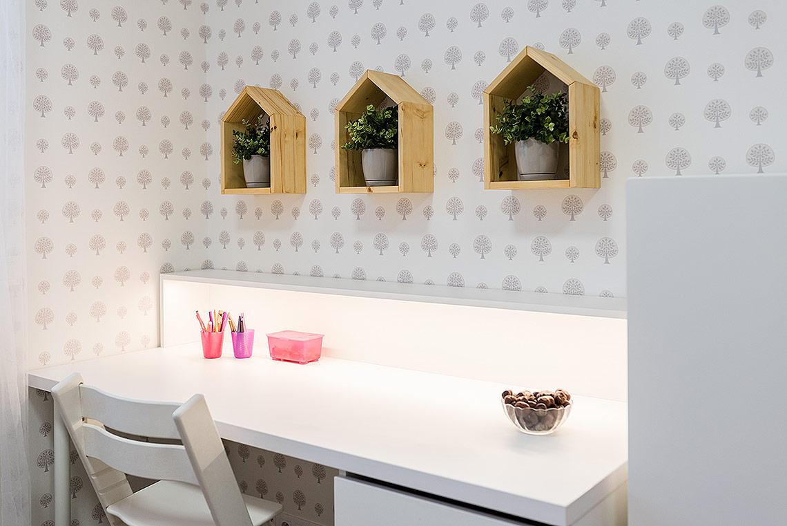 Pokojíček – psací stůl vyrobený na zakázku
