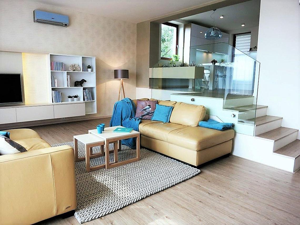 Obývací pokoj sjídelnou a kuchyní