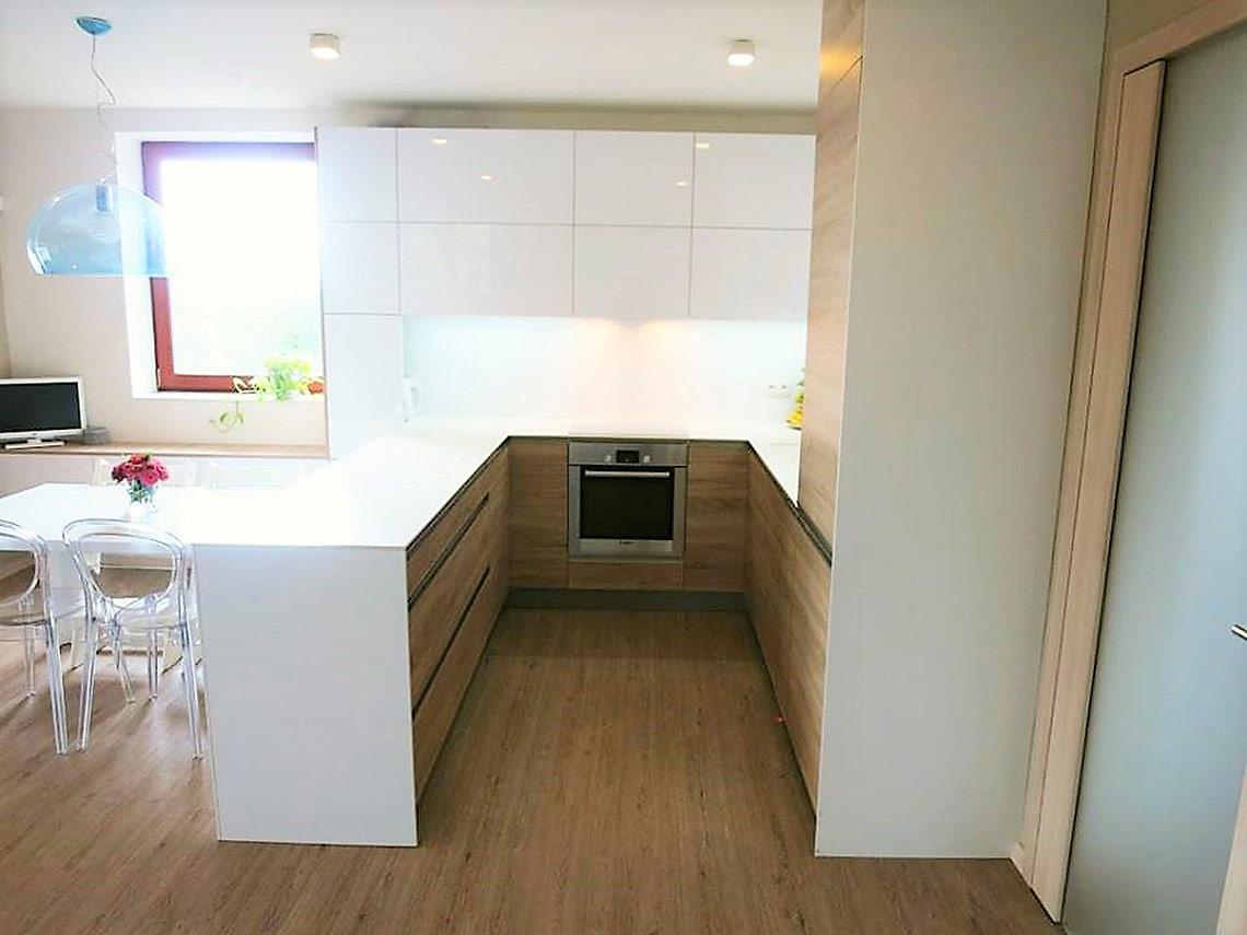 Kuchyň sjídelním koutem