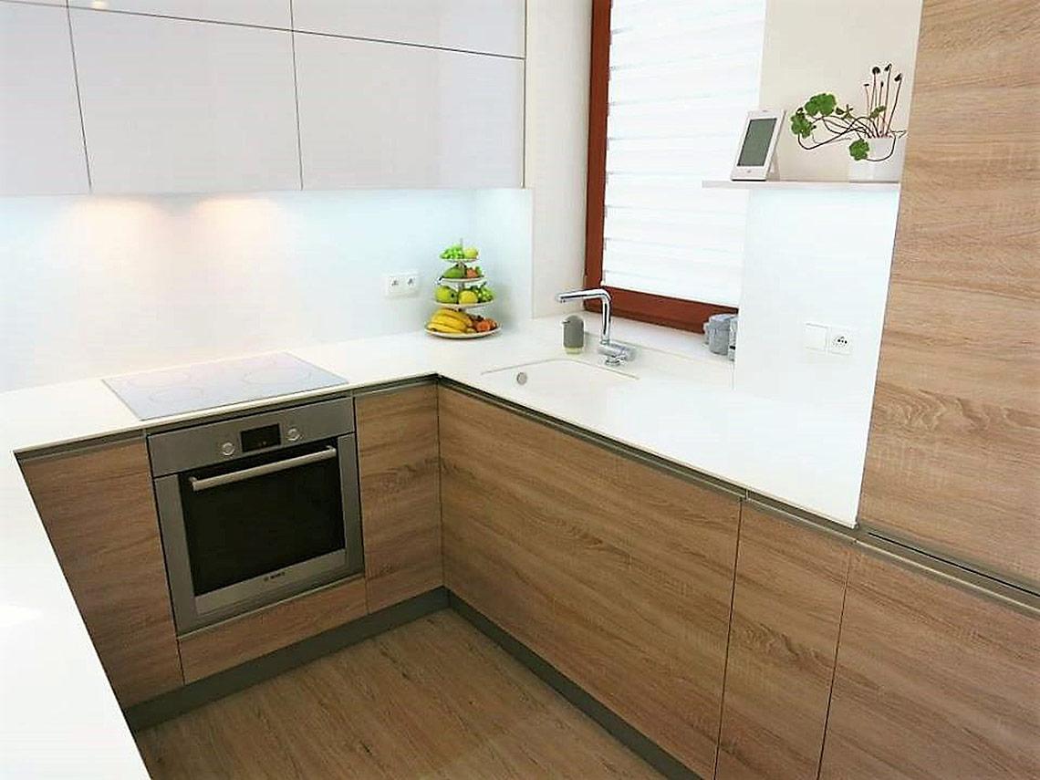 Kuchyňská linka – bílý dřez se spodní montáží