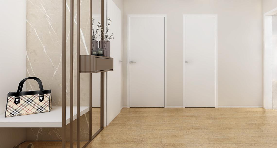 Velká zrcadla v předsíni pomáhají odrážet denní světlo, které přichází skleněnými dveřmi z obývacího pokoje