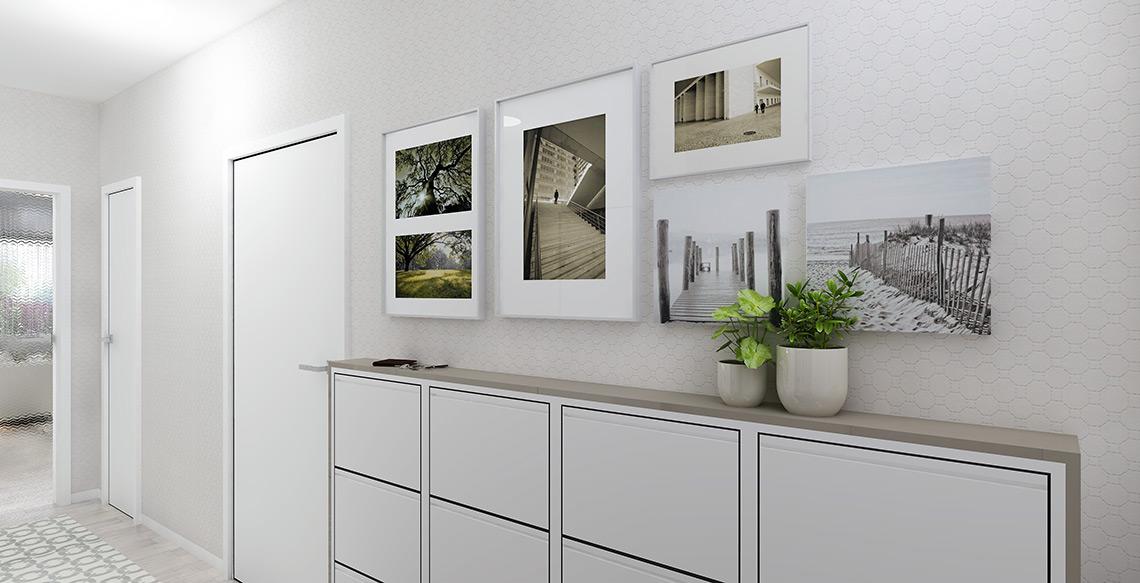 Chodba – tapeta naproti zrcadlové stěně je bílo-krémová, obě mají ve vzoru metalické odlesky, které vyniknou zejména při umělém osvětlení